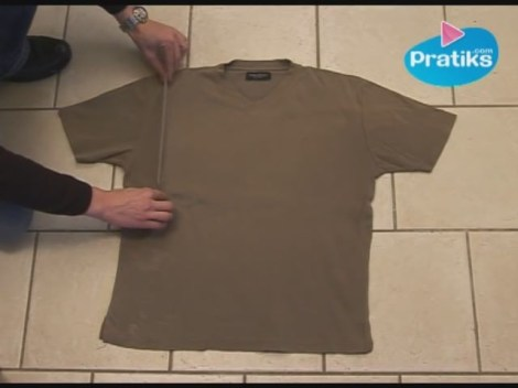 How to Fold a T-Shirt In 3 points thumbnail