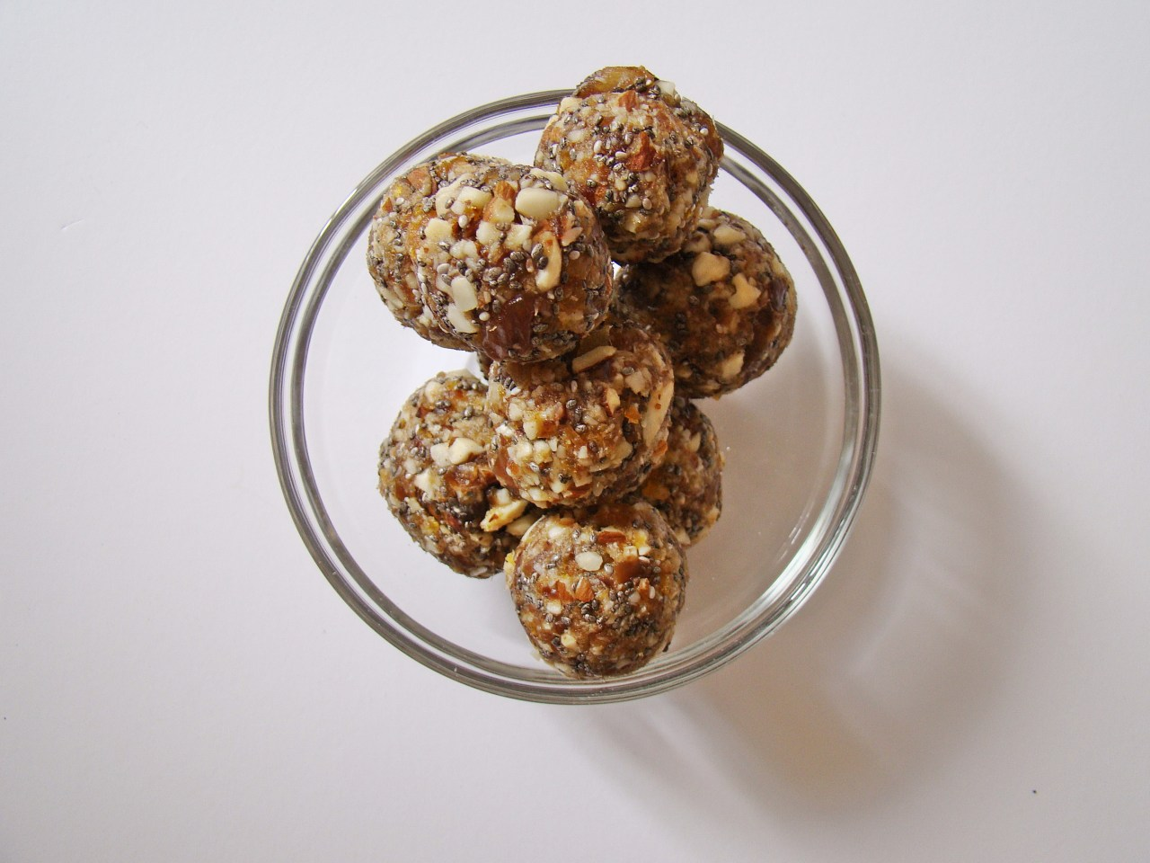 16 Healthy Snacks to Bring to Work