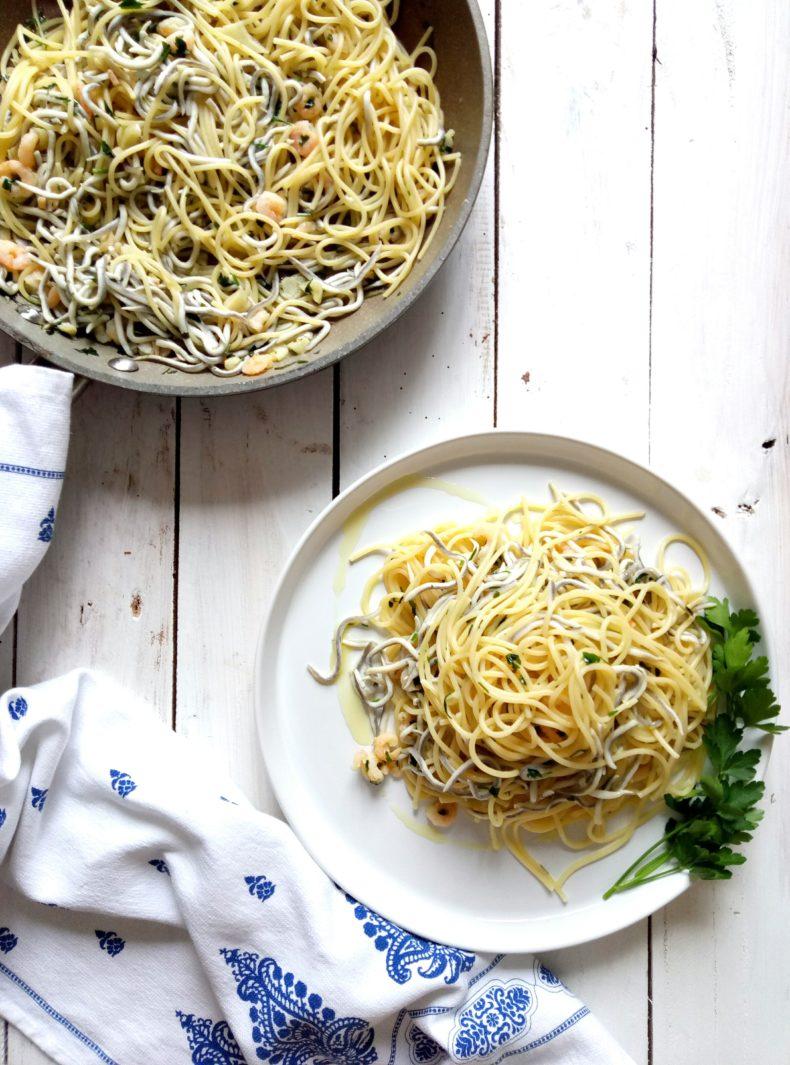 Espaguetis con Gambas y Gulas al Ajillo
