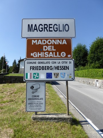 Top of the climb, entering the town of Magreglio.