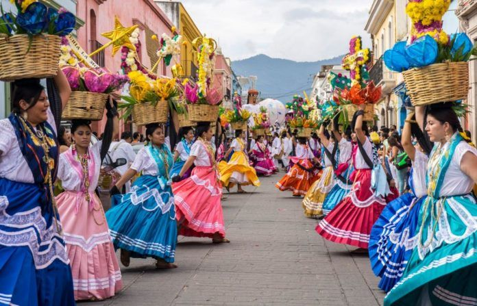 Guelaguetza tipical costumes