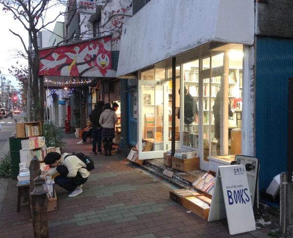 ブルーボトルコーヒー日本初出店の清澄白河は「本と珈琲の街」
