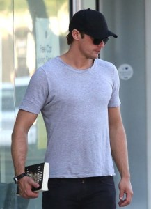 Cast - Alexander Skarsgard 176 at Tender Greens (Beverly Hills), with 'King Leopold's Ghost' 2014-03-20 forum.purseblog CRP