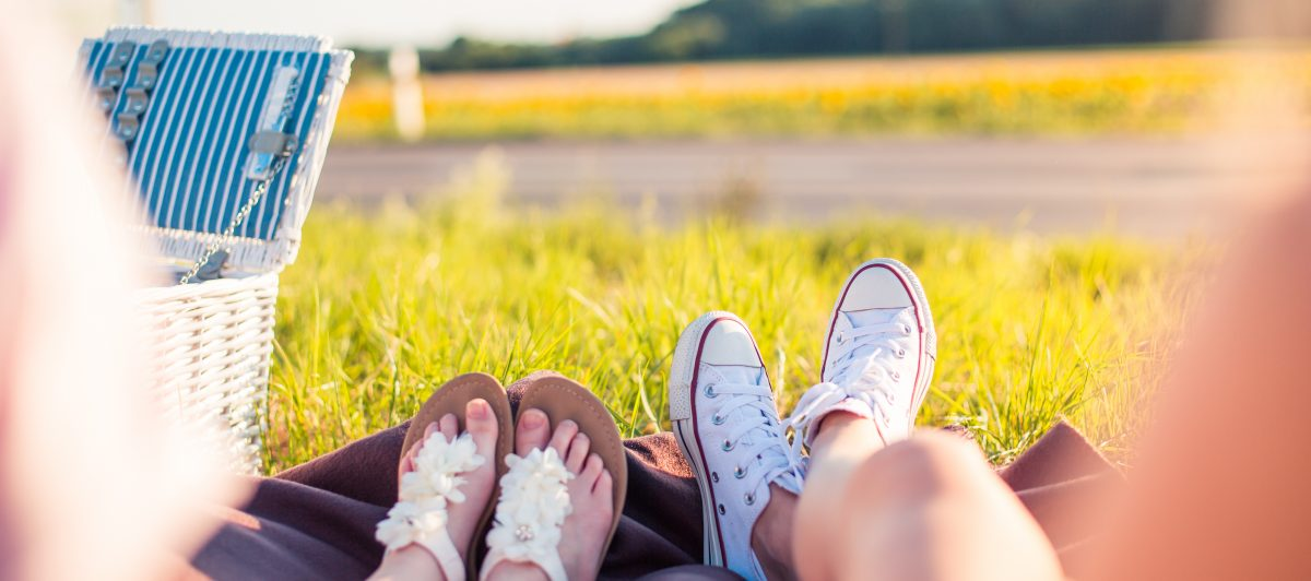 two-young-girls-enjoying-their-roadtrip-picnic-picjumbo-com