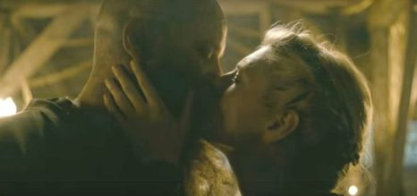 historys-vikings-season-4-video-san-diego-comic-con-2016-ragnar-and-lagertha-kissing-670x315