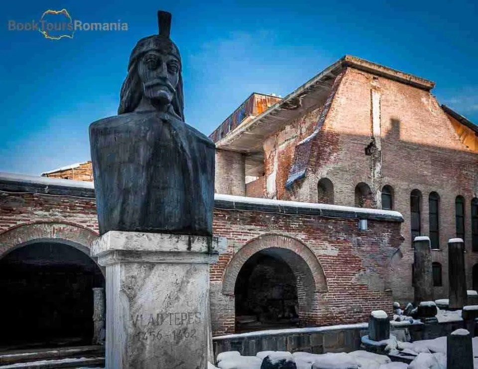 Bucharest's Princely Court - Vlad the Impaler, Dracula statue