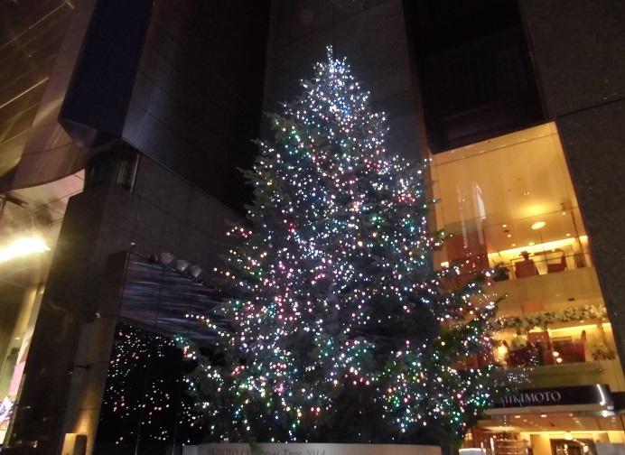 銀座ミキモトのジャンボクリスマスツリー