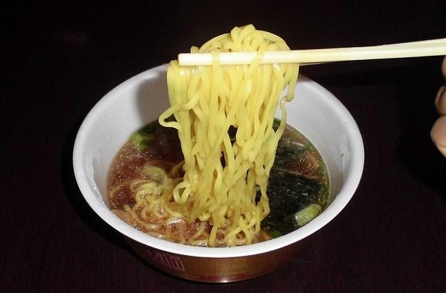 マルちゃん正麺カップ(芳醇こく醤油)