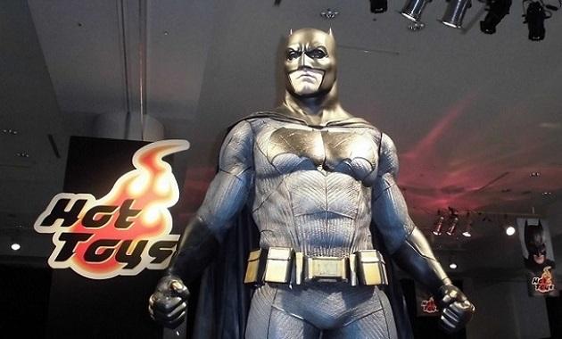「バットマン 100% HOT TOYS」の様子