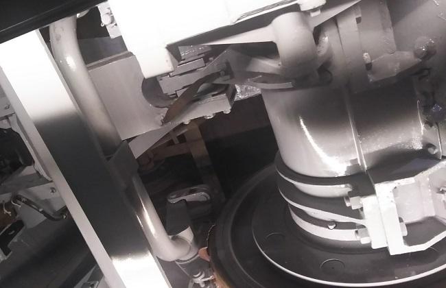 電車を下から見ると…「京都鉄道博物館」より