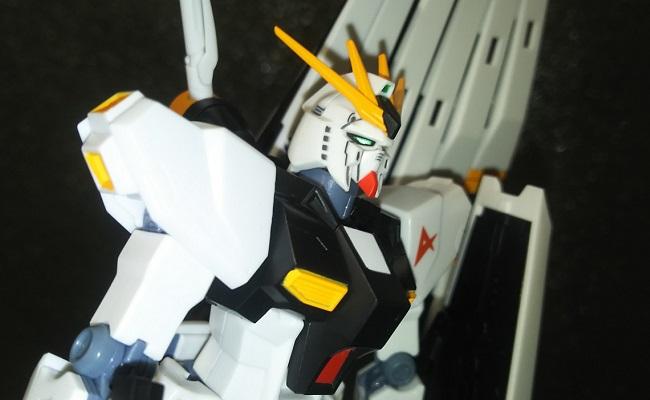 """こんなポーズまで!!…やっぱり""""ROBOT魂のνガンダム""""は伊達じゃない!"""
