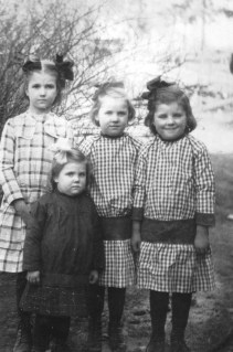 Smith Kids. The Smith family of Pond Switch, Tennessee included Daniel, Jessie, and their four daughters. When they settled in South Gate in 1926, they build their family homes themselves – with everyone helping out. (Photos courtesy of Juanita Smith Hammon).