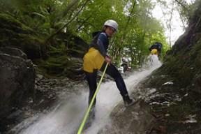 DESCENSO DE CAÑONES Consiste en el descenso por el cauce del río sorteando distintos desniveles con rappels, toboganes naturales y saltos. Existen distintos niveles según la experiencia.