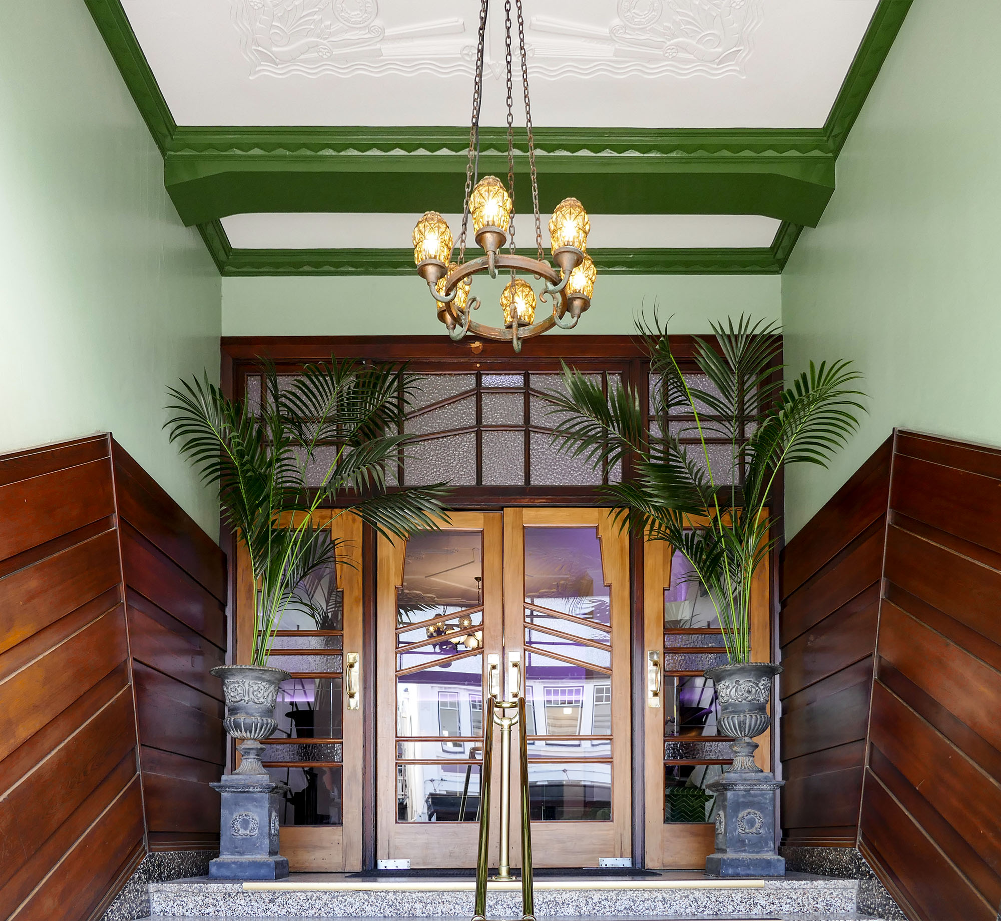 Visit the art deco capital of the world in napier new for Deco hotel napier