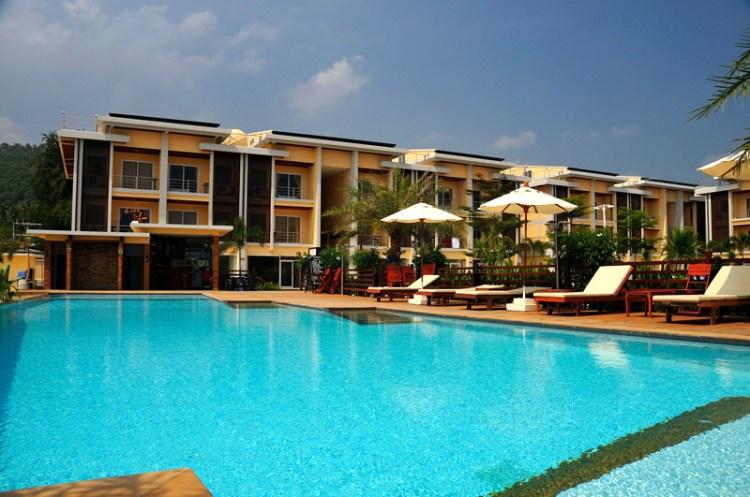 Boonjumnong-swimming-pool-large