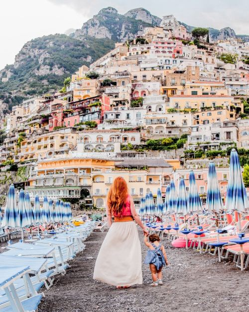Mom blogger The Traveling Red in Positano Italy with her daughter