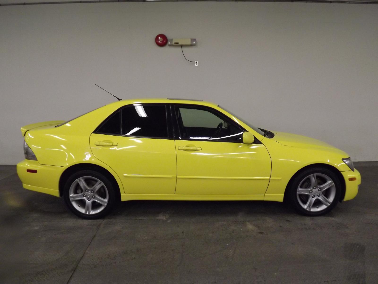 MonsterAuto 2003 Lexus IS300