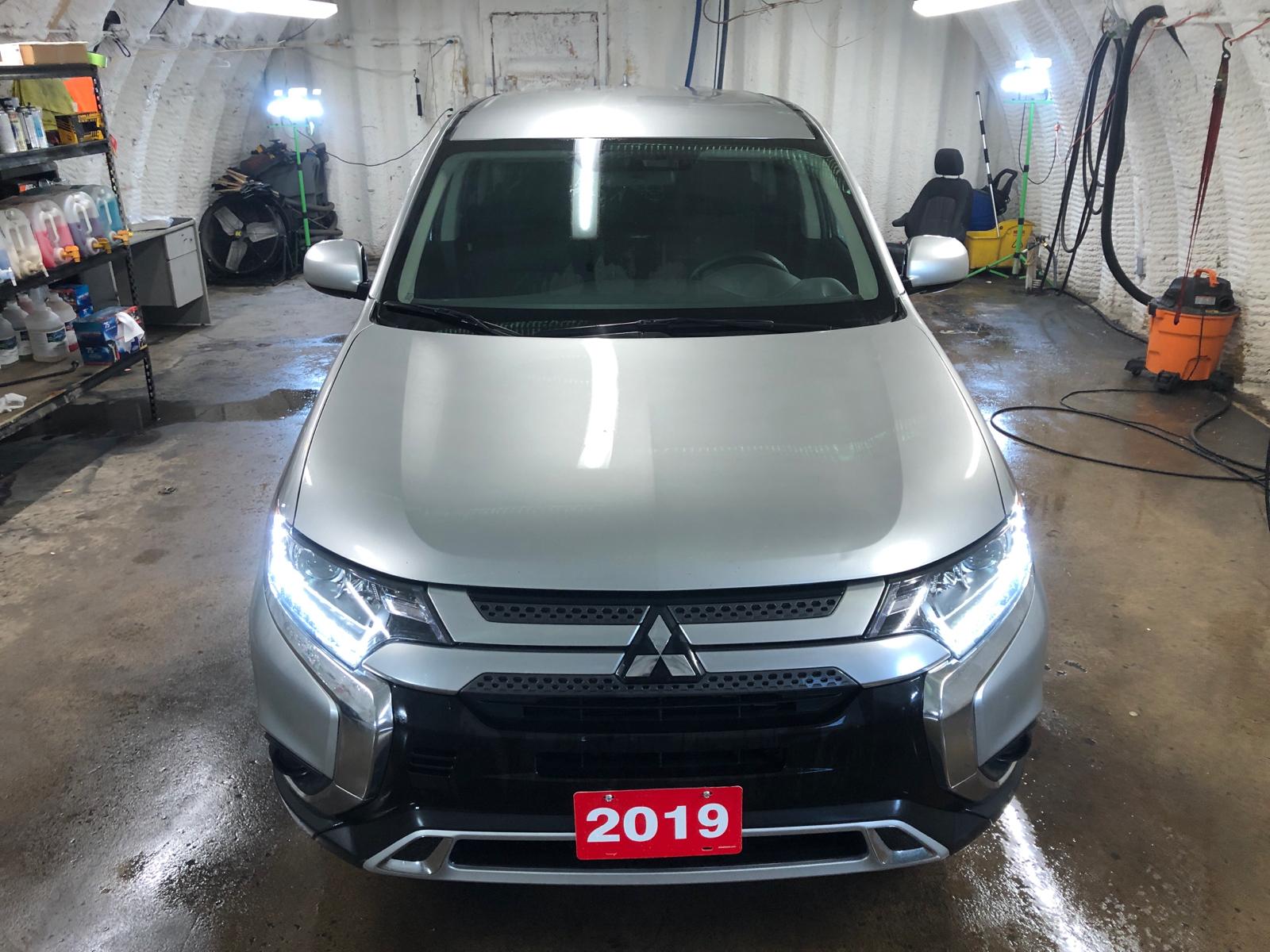 2019 Mitsubishi Outlander 4WD * Alloy rims * Passive