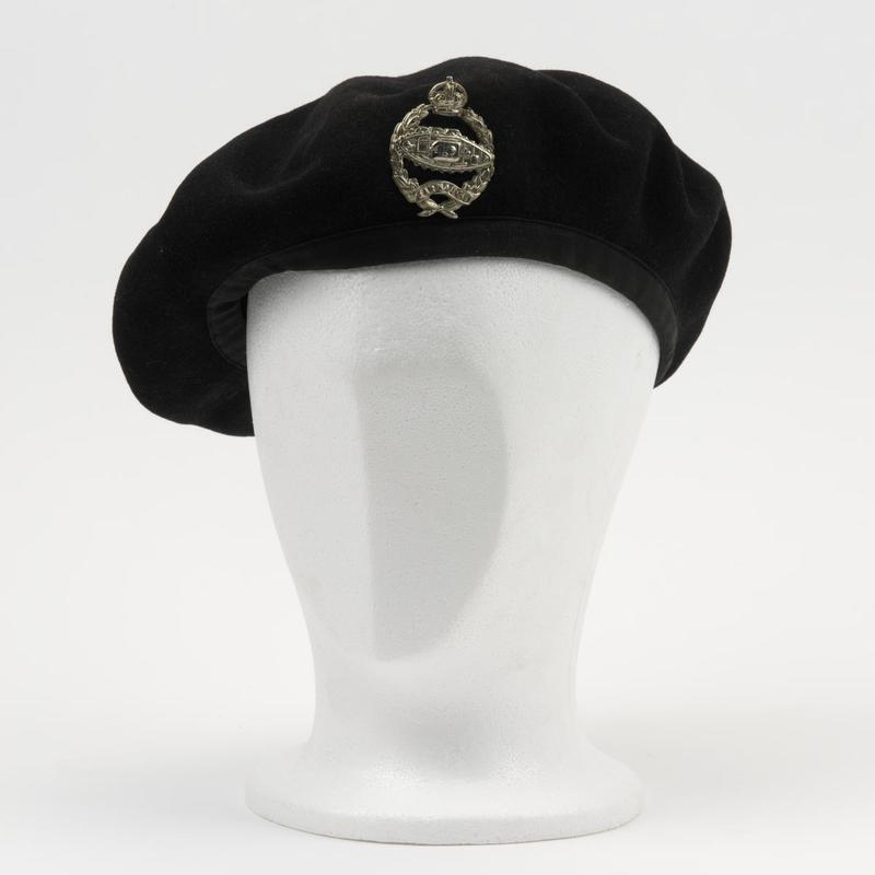 49e55bbd1c8ce The British Army beret dates back to 1918 when the French 70th Chasseurs  Alpins were training with the British Tank Corps (later renamed the Royal  Tank ...