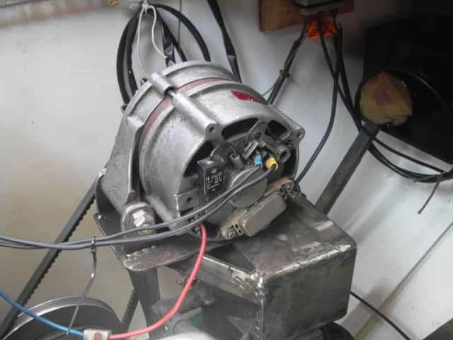 Eine 12V Lichtmaschine auf meinem Boot.
