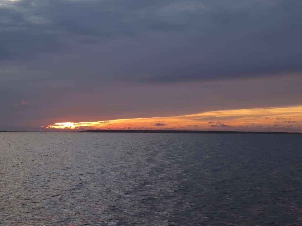 Ein schöner Sonnenaufgang morgens auf der Ostsee