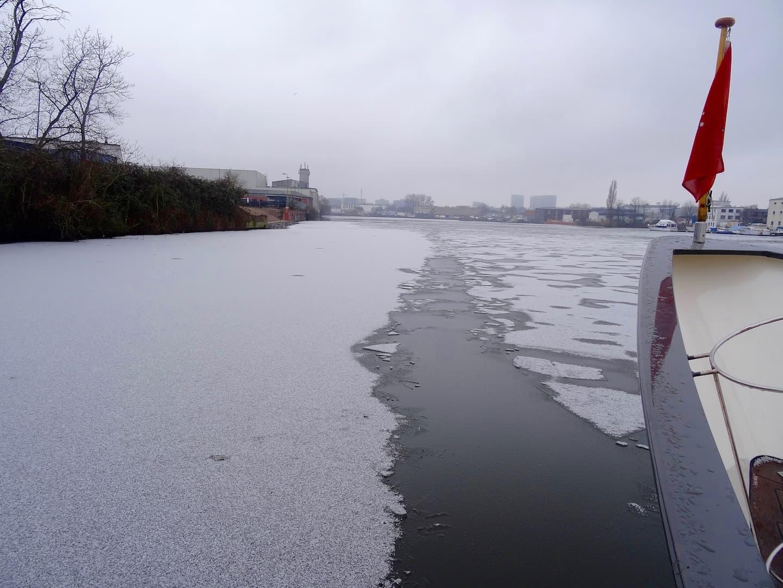 Ein weiterer Vorteil der Überwinterung im Wasser: Ein kleiner Törn im Winter geht auch mal.