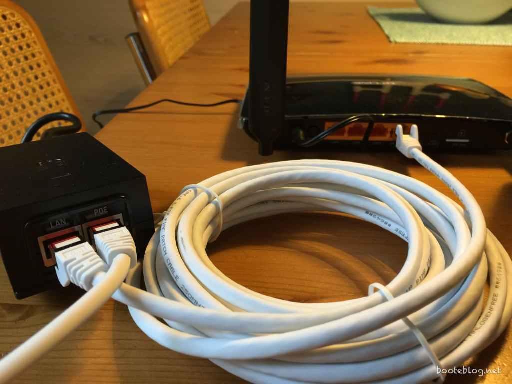 Router und POE Adapter beim Test zu Hause für Boot Internet.