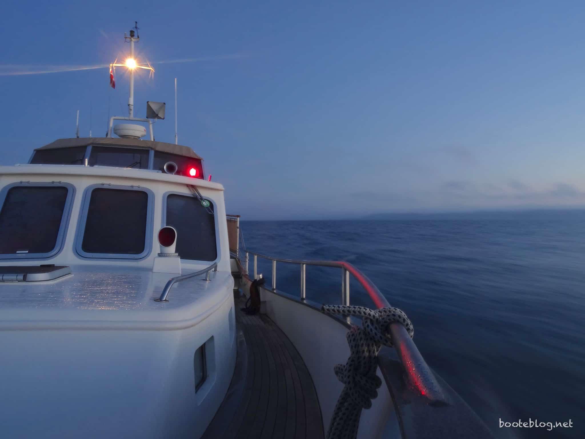 Eine Fahrt in die Nacht - nicht nur hier ist ein Radar eine große Hilfe.
