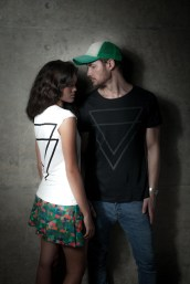 Blusa Triângulos feminina R$59.90, Saia Skater Pixels R$94.90, Camiseta Triângulos masculina R$69.99