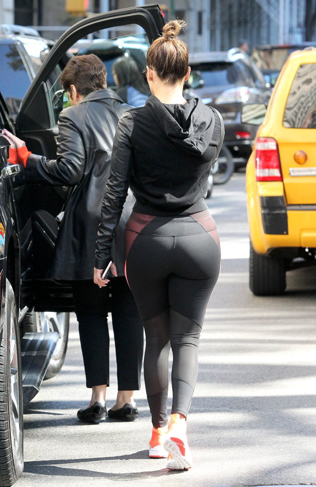 Jennifer Lopez Shows Off Her Butt In Tight Leggings