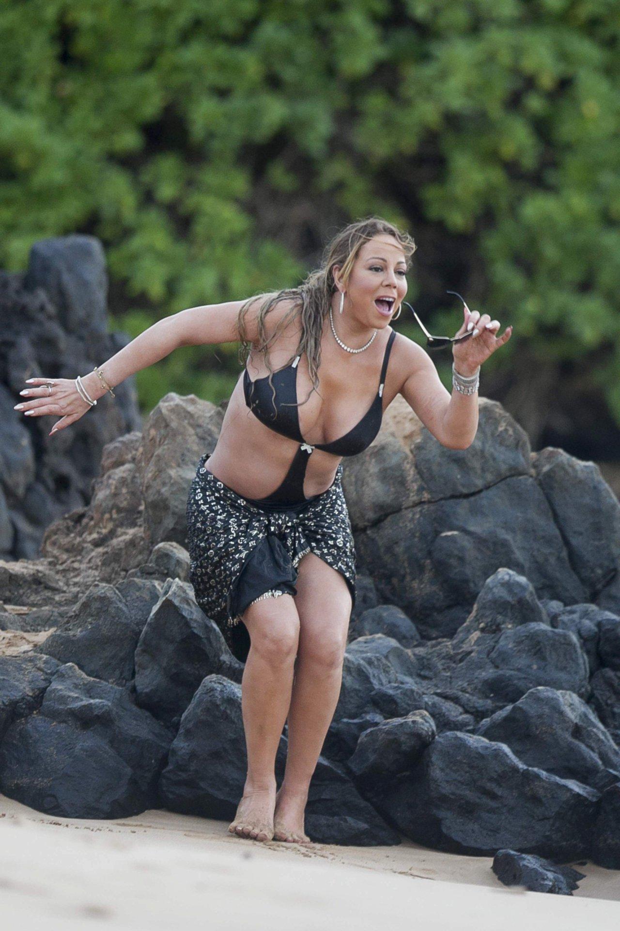 Mariah Carey Suffers Nip Slip At The Beach  Bootymotiontv-2473