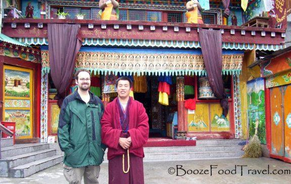 jiuzhaigou_monk