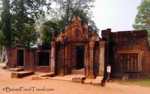 banteay-srei-entrance