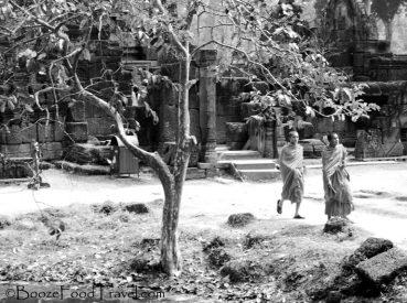 banteay-srei-monks