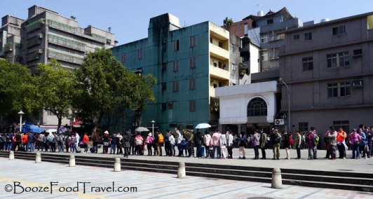 The line for the bus to Jiufen