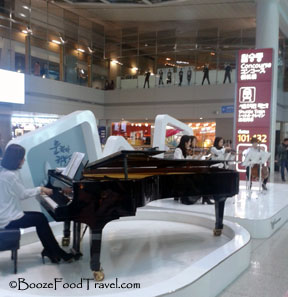 Some airports outside the US try to help travelers relax (Incheon)