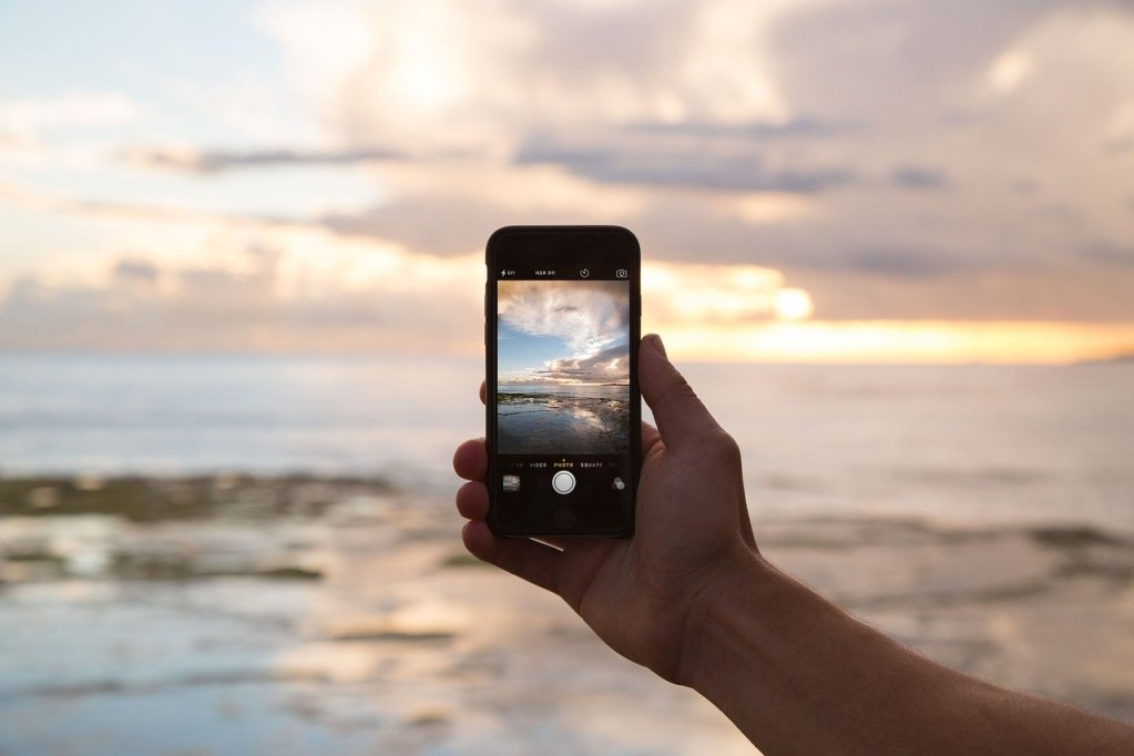 Cell phone with sunset- community support to stop drinking with free app