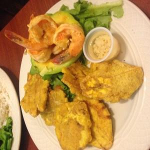 Avacado stuffed with shrimp & tostones