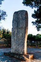 Here it is again. It is the biggest megalith, 3m high, 1 m wide, weighing 2 tons! On the stone, a weapon is cut.