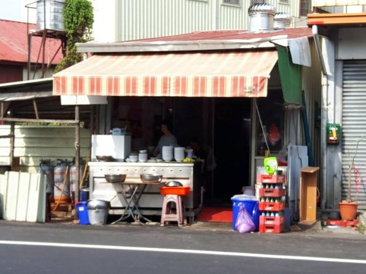 【台南 新化】鐵皮屋無名麵店。銷魂沙茶麵搭配美味餛飩湯的完美組合