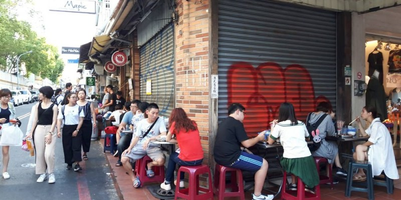 【台南 中西區】萬昌街臭豆腐。巷弄轉角遇上美食 無招牌騎樓小吃超人氣 關東煮均一價8元