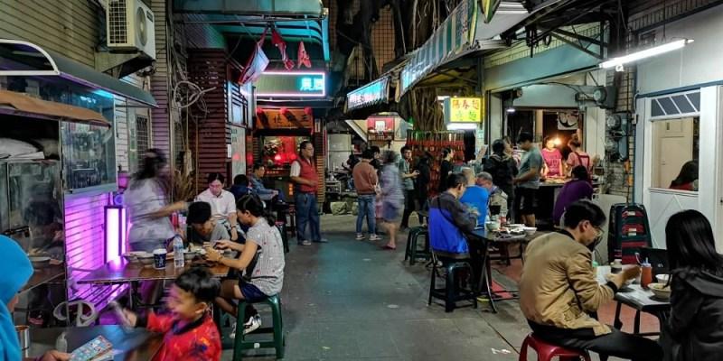 護境松王麵店。就像流水席般的麵店 國華街友愛街巷子裡的排隊美食