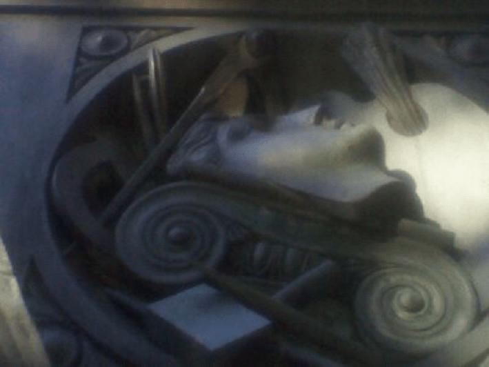 La statua di Massimiliano d'Asburgo ed i simboli della ...