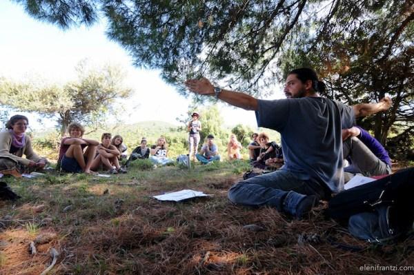 giuseppe sannicandro durante uno dei suoi corsi di permacultura