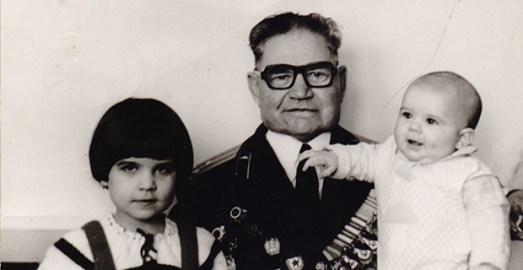 Иван Волков с внуком620