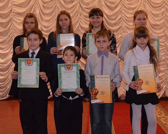 На фото: призеры конкурса чтецов