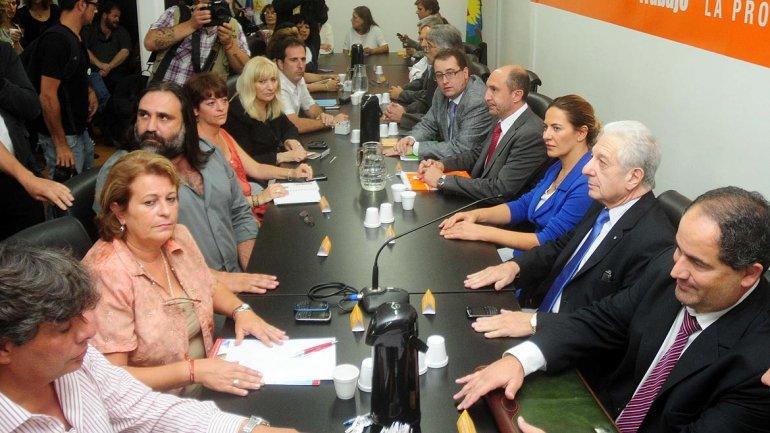 Gobernadores apuran Paritarias para evitar huelgas en plena campaña