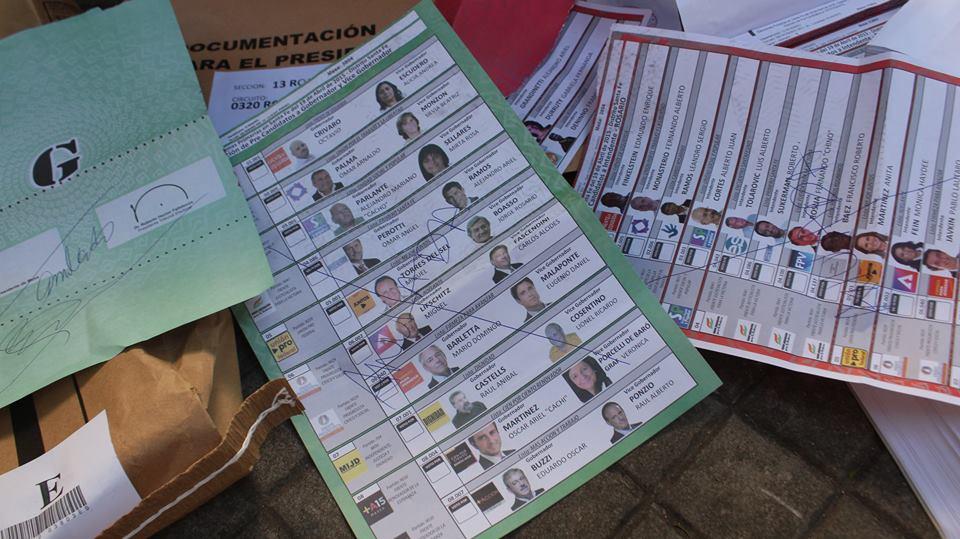 Exclusivo: aparecen actas y votos anulados en un tacho de basura de Santa Fe