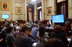 La comisión de Trabajo y Previsión Social del Senado, al debatir el proyecto.
