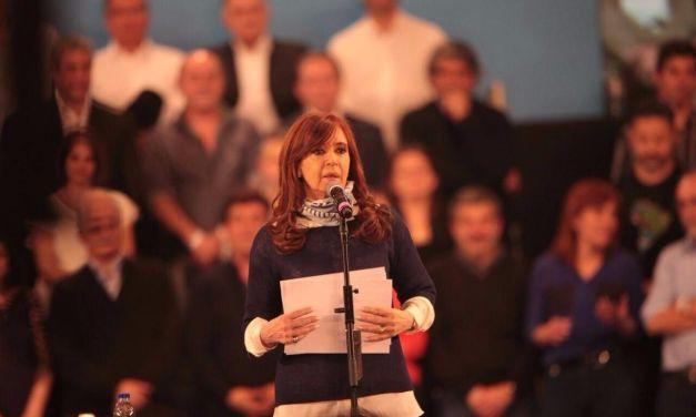 Show de Cristina: critica a los medios pero busca periodistas y entrevistadores